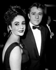 elizabeth-taylor-richard-burton-1964