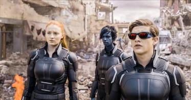 still-of-kodi-smit-mcphee,-sophie-turner-and-tye-sheridan-in-x-men--apocalypse-(2016)-large-picture